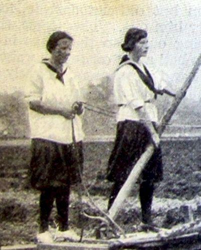 School Girls in gym bloomers, 1918